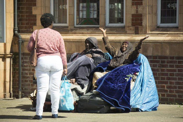 Семья сомалийцев три года живет на улице Лондона и отказывается переезжать