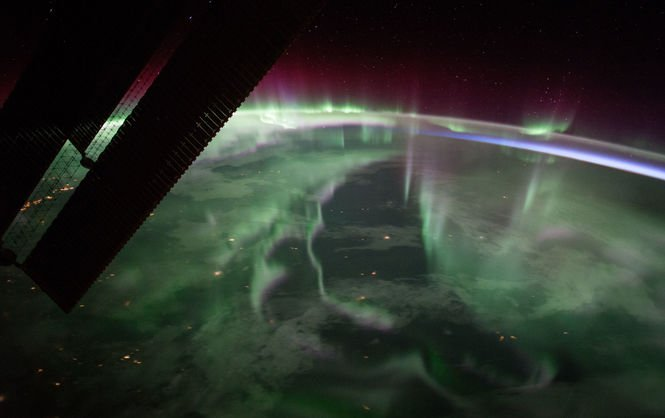 Северное сияние над Канадой: вид из космоса