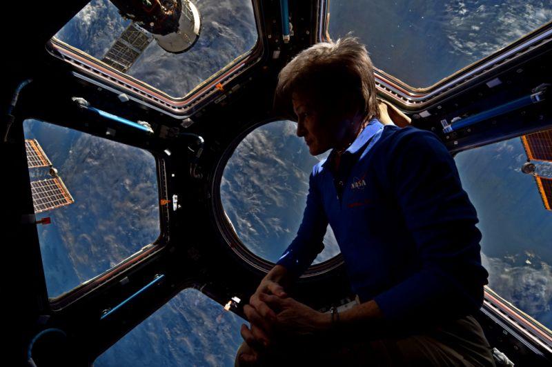 2 года в космосе: женщина-астронавт побила рекорд пребывания на орбите.Вокруг Света. Украина