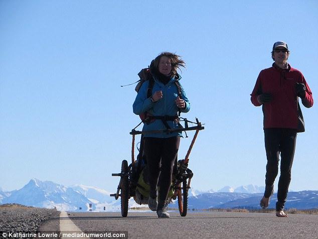 Босиком по Америке: пара британцев пробежала 10 тыс. км без обуви