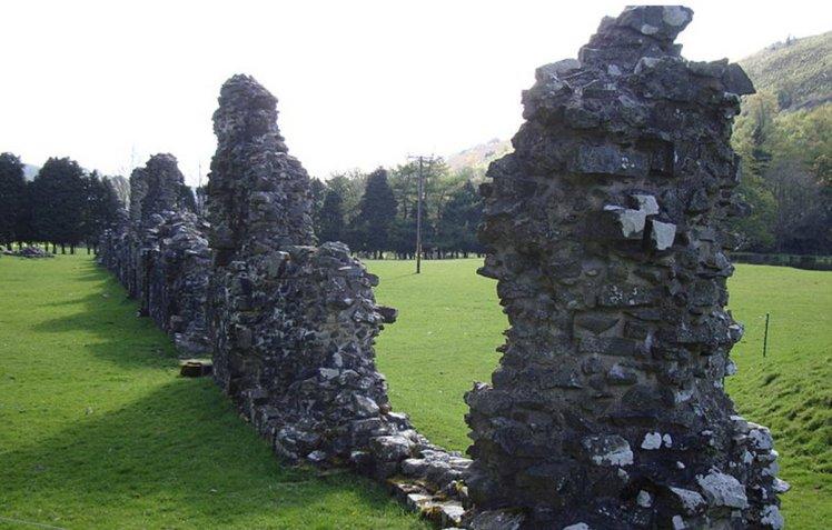 В Британии вор вернул аббатству украденное, испугавшись призрака