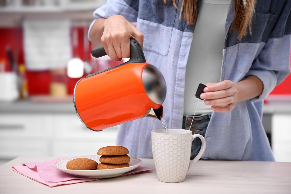 Что будет, если поставить в холодильник горячий чай?