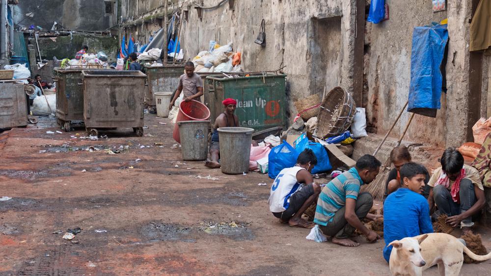 В Индии за селфи с мусорным баком дают смартфон