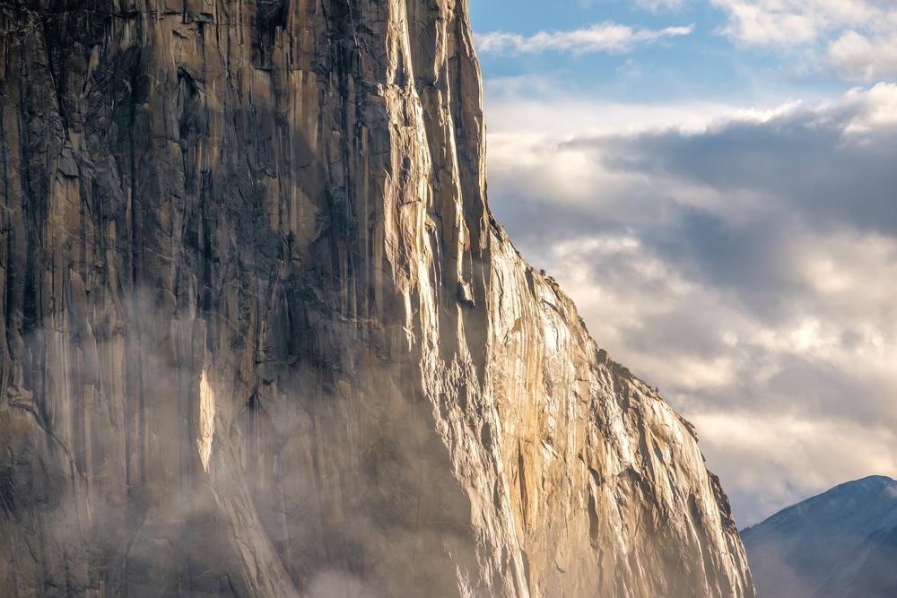Скала Эль-Капитан в Йосемитском парке накрыла альпинистов (видео)