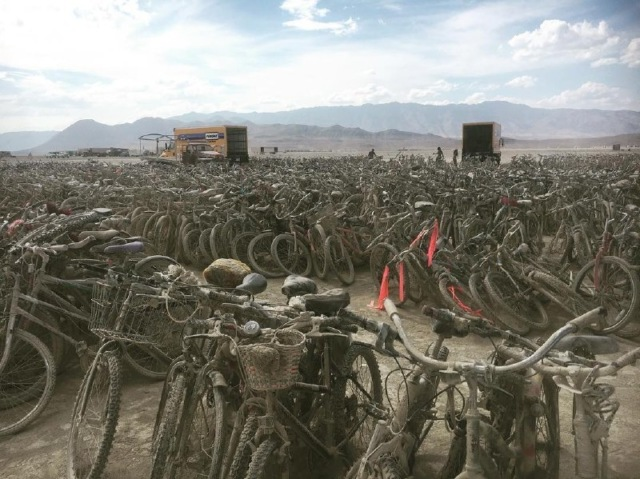 Мусор после фестиваля Burning Man отдадут пострадавшим от «Харви» и «Ирмы»