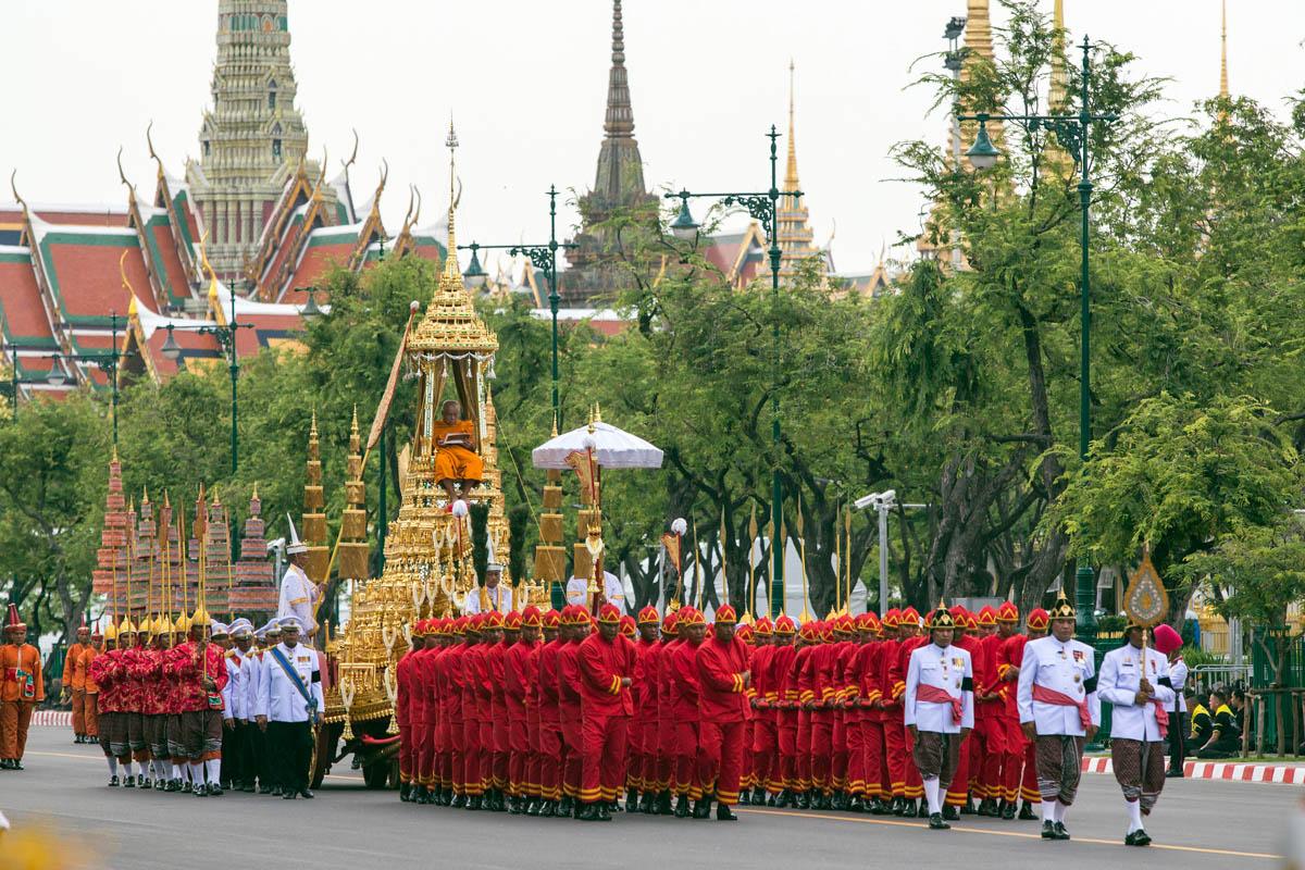 В Таиланде  похоронили короля через год после смерти
