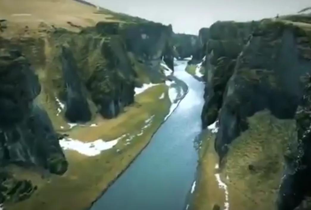 Исландец без страховки прошел над каньоном глубиной 100 м