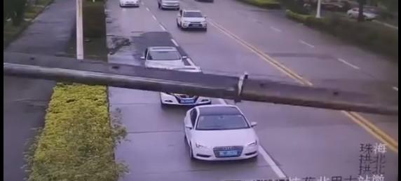 Чудеса случаются: китаец выжил после падения башенного крана