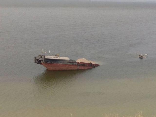Каховское водохранилище почистили от нефти.Вокруг Света. Украина