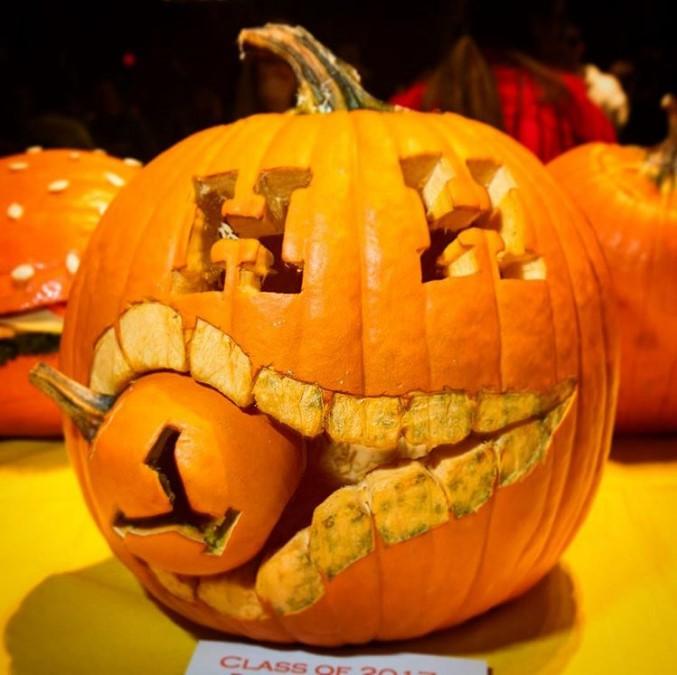Гарвард съел Йель: в Лиге плюща готовятся к Хэллоуину