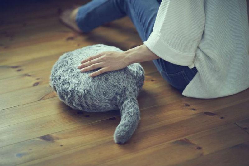 В Японии подушку превратили в кота