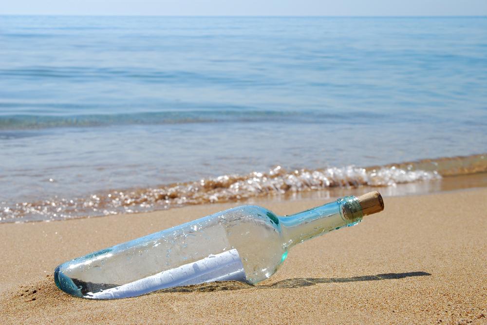 Девочка бросила в океан бутылку с посланием и спустя 29 лет получила ответ