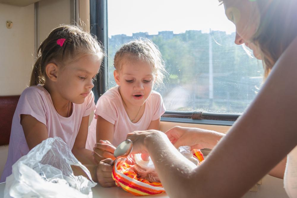 На ночь можно: в украинских поездах будут полноценно кормить