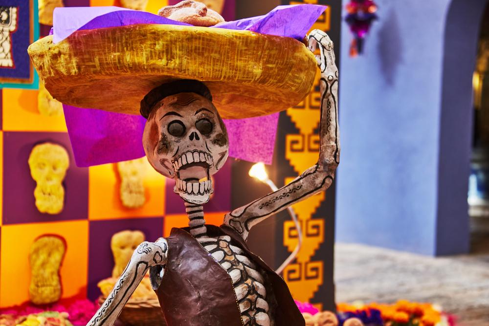 В Мехико ко Дню мертвых прошел парад Катрины