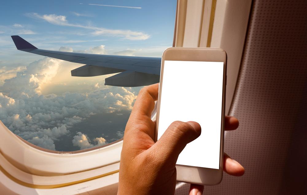 Любишь сидеть в самолете у окна? Эгоист!