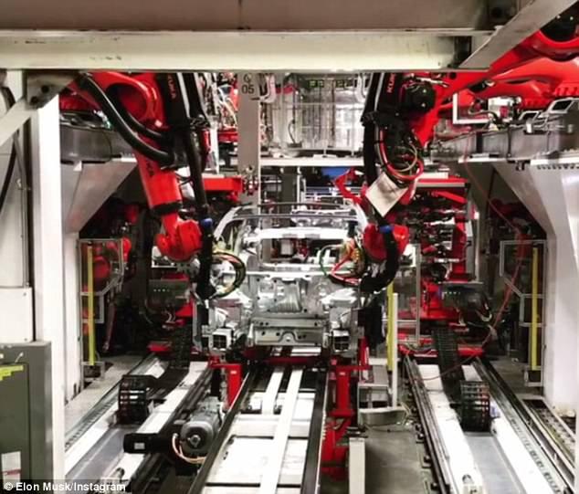 Илон Маск показал, как собирают новую Tesla