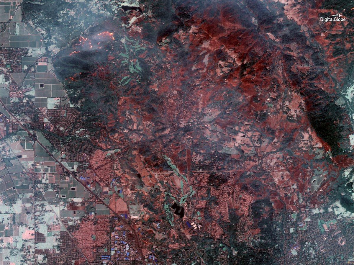 Как выглядит сильнейший пожар в Калифорнии из космоса