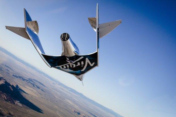 Ричард Брэнсон обещает первый туристический рейс в космос уже через полгода