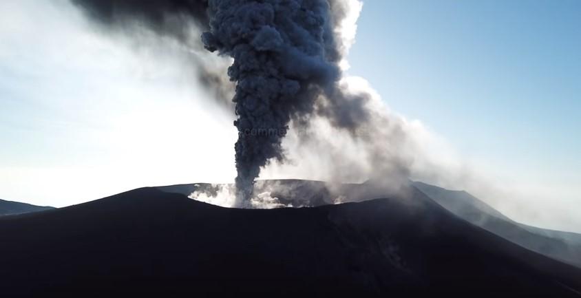 Извержение вулкана в Японии: взгляд с высоты