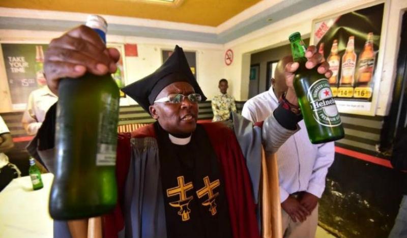 В ЮАР открылась церковь, где наливают