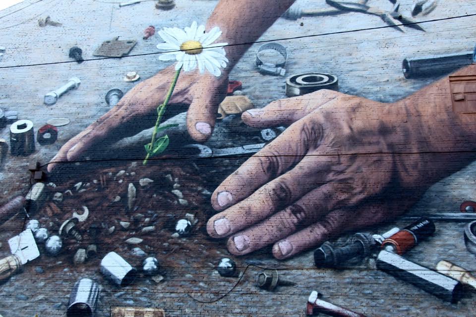 Первый в мире мурал на полицейском участке появился в Киеве
