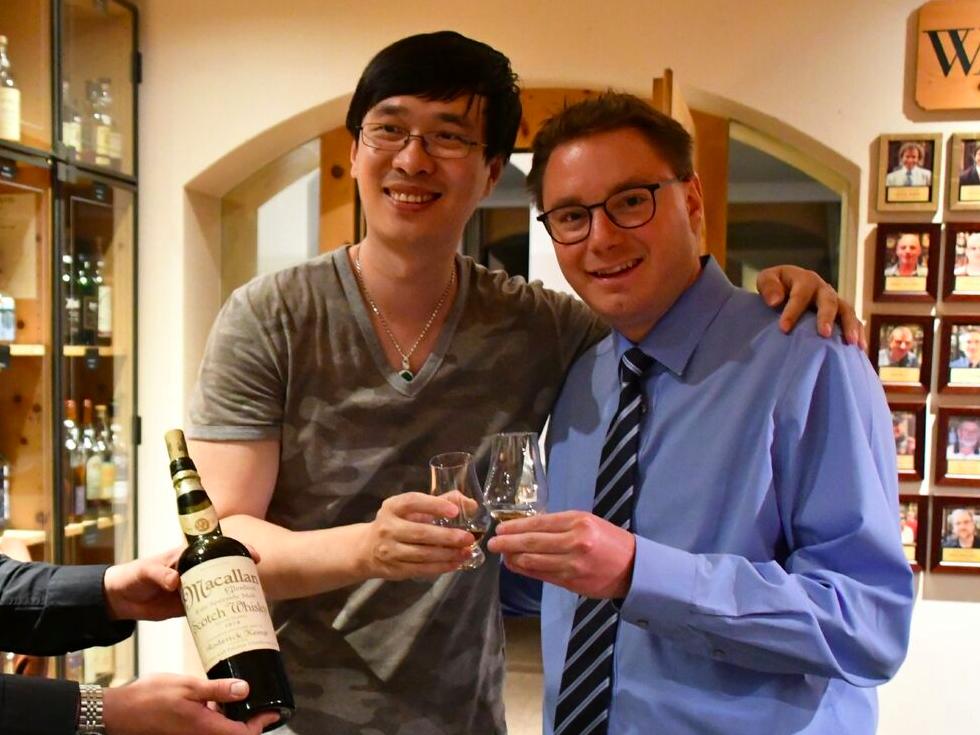 Китаец купил в Швейцарии бокал виски за $10 000, но тот оказался подделкой