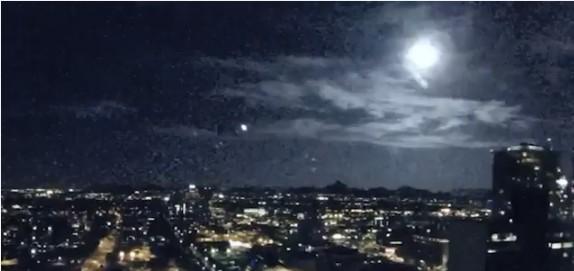 В Финиксе метеор осветил весь город