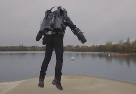 Британец развил рекордную скорость в летающем костюме