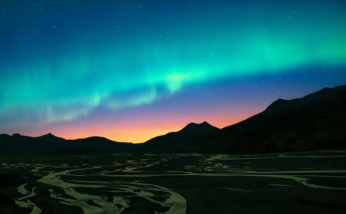 Кипящие облака и радуга водопада: утро и вечер Исландии глазами птиц