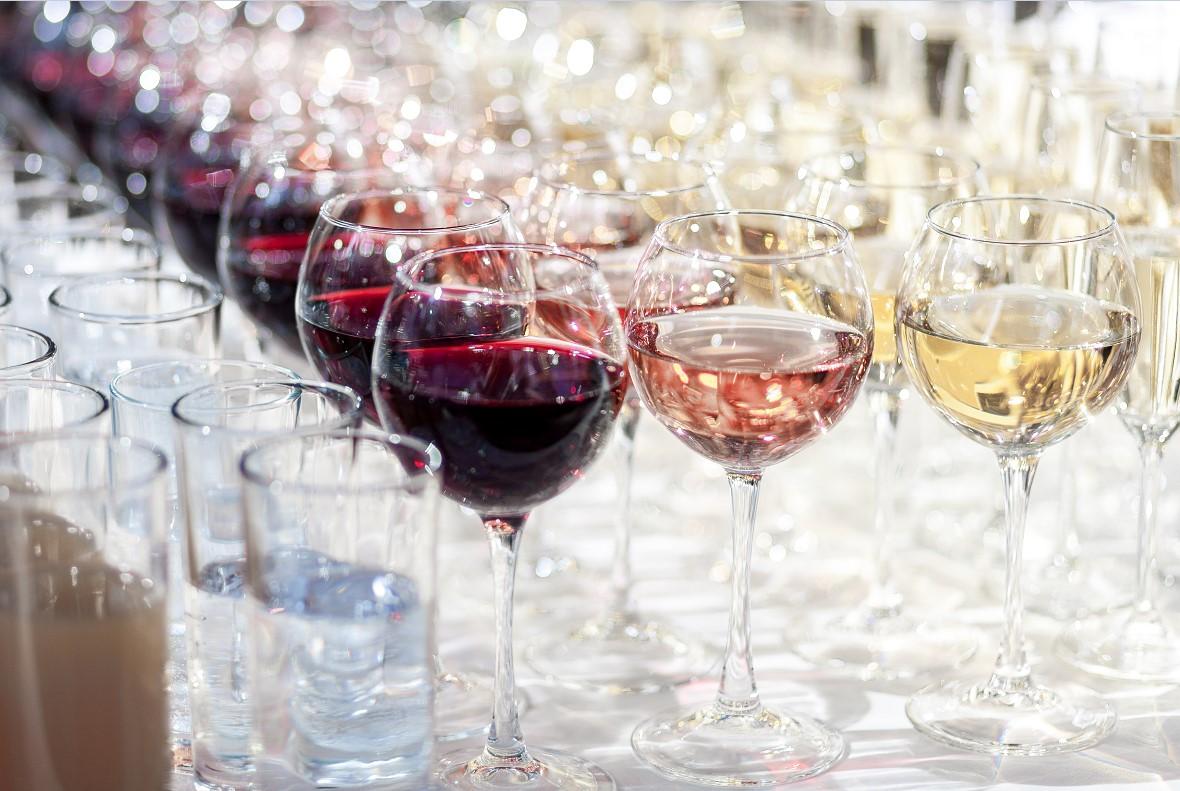 Усталость от пива и злость от водки: ученые связали эмоции с видом алкоголя