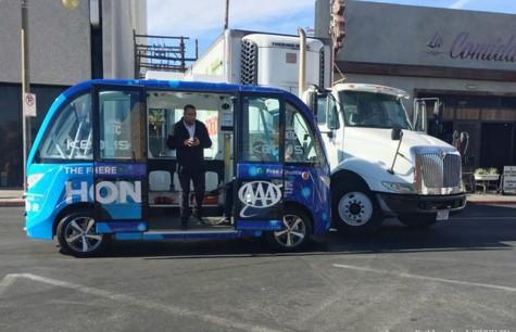 В Лас-Вегасе первый рейс беспилотного автобуса закончился аварией