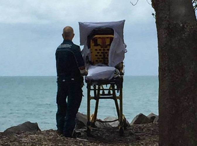 В Квинсленде врачи паллиативной помощи отвезли пациентку на пляж