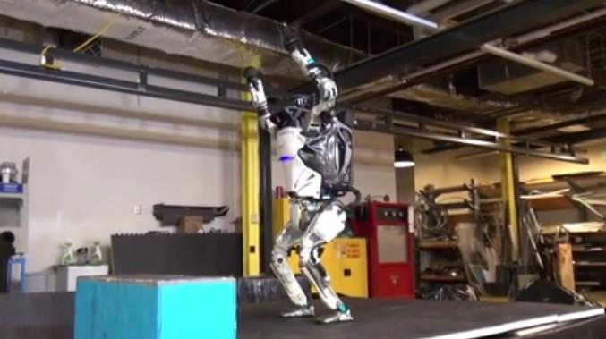Сальто в исполнении робота