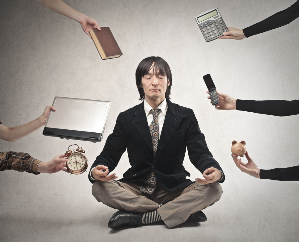 Громкая музыка и звонок от начальства: в Японии борются с трудоголизмом служащих