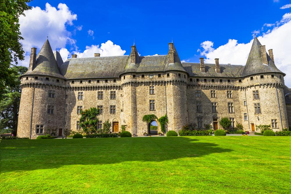 Замок мадам де Помпадур, отстроенный миллионером из Ливана, продается за $30 млн