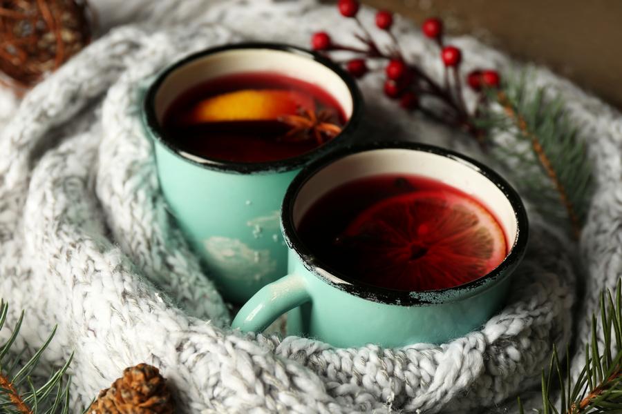 Не глинтвейном единым: топ-5 рецептов согревающих напитков