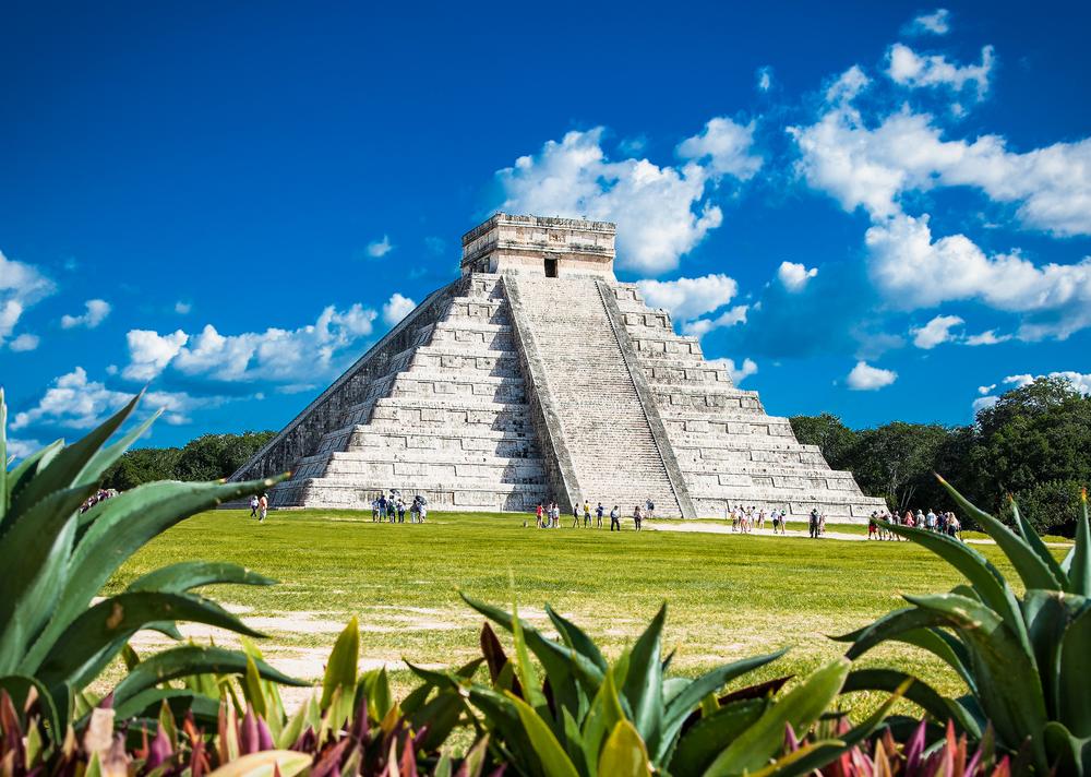 В Мексике внутри пирамиды майя обнаружили секретный туннель