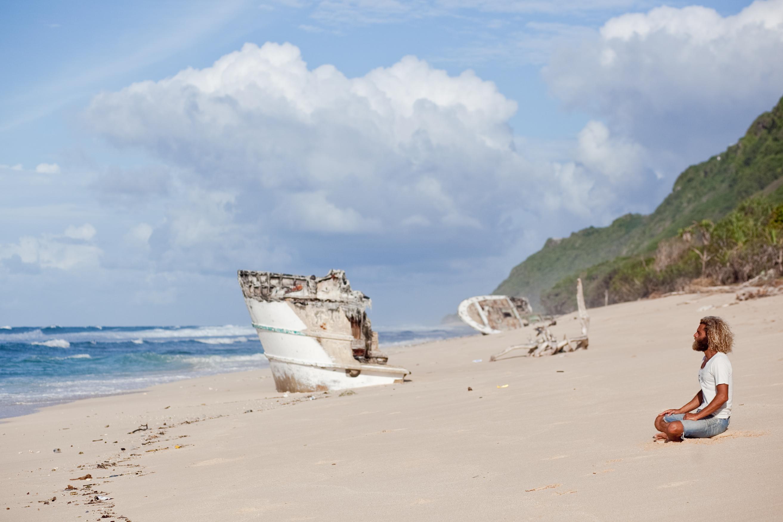 Одиночество в океане: лучшие фильмы о выживании на необитаемых островах