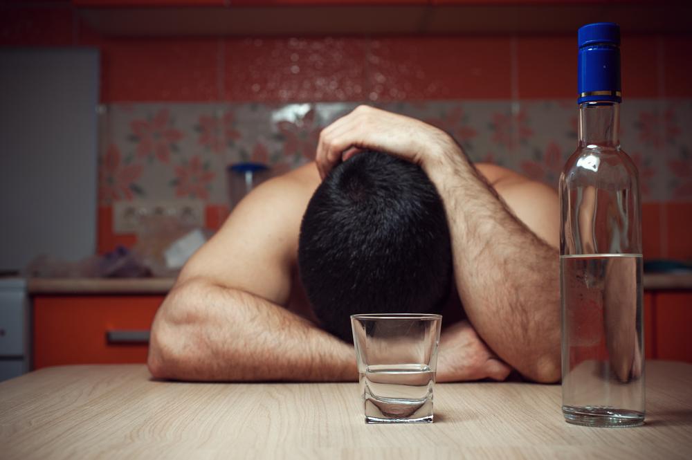 В Украине почти половина смертей молодых мужчин связана с алкоголем