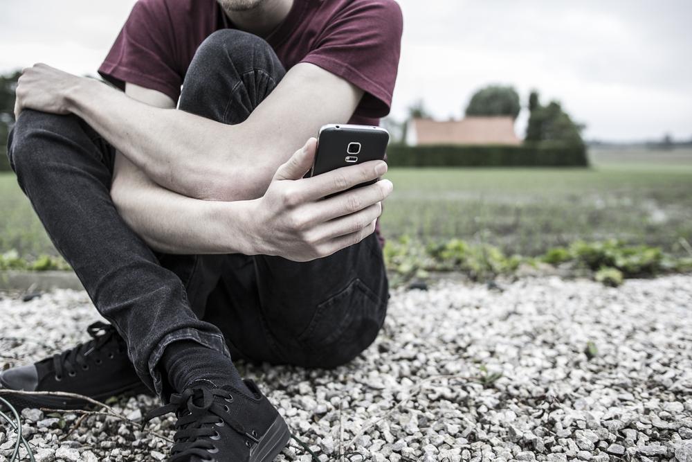 Ученые связали смартфоны  с суицидальным поведением у подростков