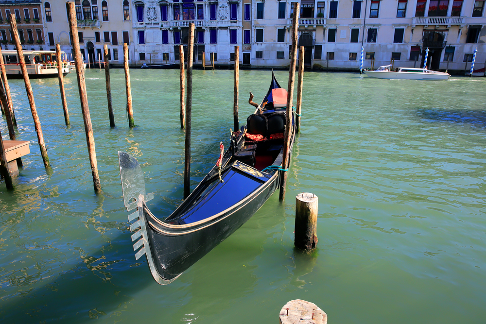 Французские туристы-романтики в Венеции угнали гондолу