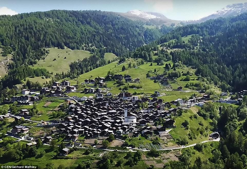 Швейцария заплатит $60 тысяч каждому, кто согласится пожить в деревне