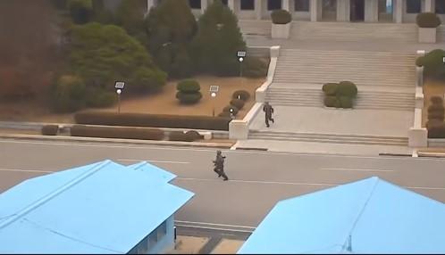 Драматический побег солдата КНДР: видео с камер наблюдения