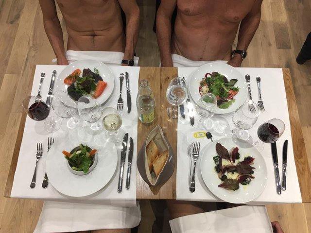 Что происходит в ресторане для нудистов в Париже: видео.Вокруг Света. Украина