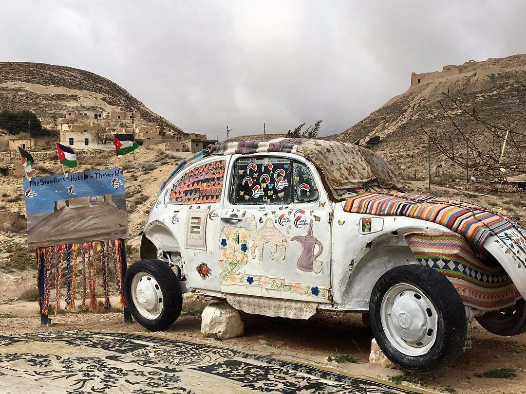Иорданец открыл самый маленький отель в мире в антикварном