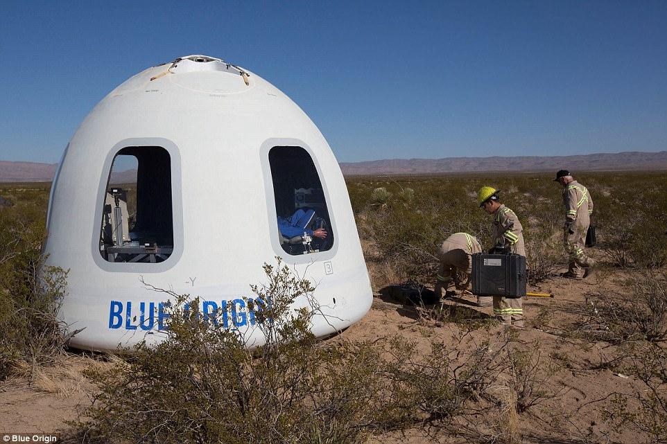 Капсула для космического туризма успешно прошла испытания (видео)
