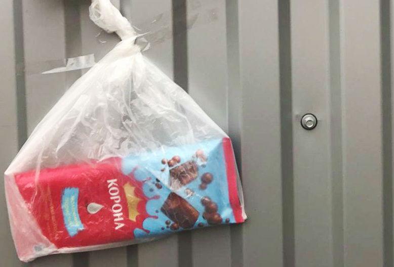 «Больше так не буду. С меня шоколадка»: львовянка извинилась за неправильную парковку