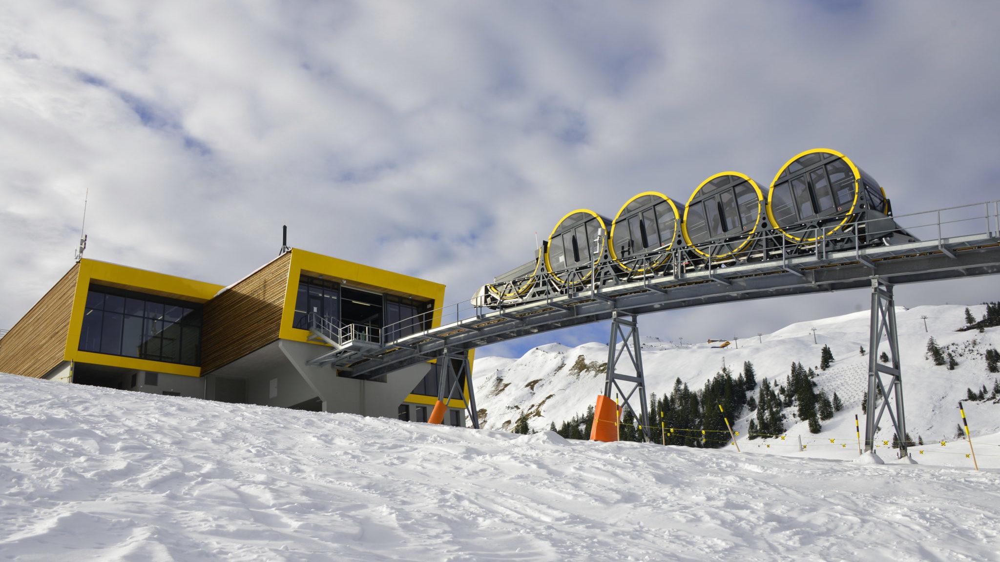 Самый отвесный фуникулер в мире заработал в Швейцарии