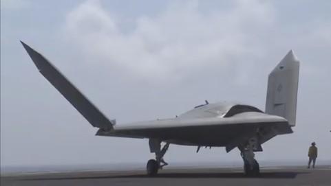 Компания Boeing представила  беспилотник,  заправляющий самолеты в воздухе