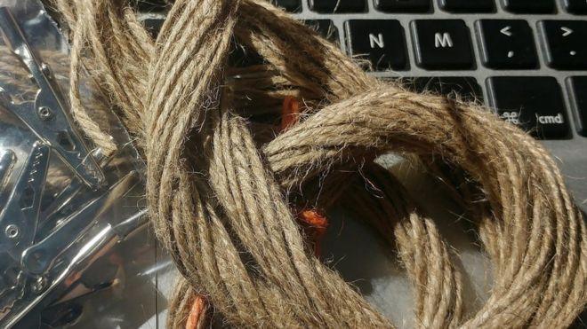 Британец из любопытства провел интернет через мокрую веревку